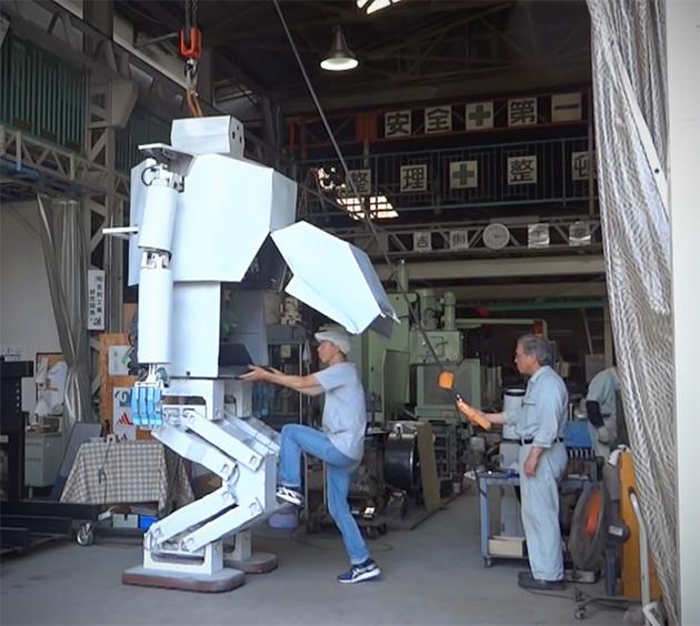 Hajime 13-Foot Robot Crawl Inside
