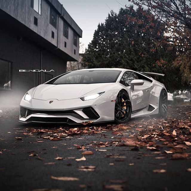 video shows what happens when a 2 000hp lamborghini huracan loses control at the track techeblog. Black Bedroom Furniture Sets. Home Design Ideas