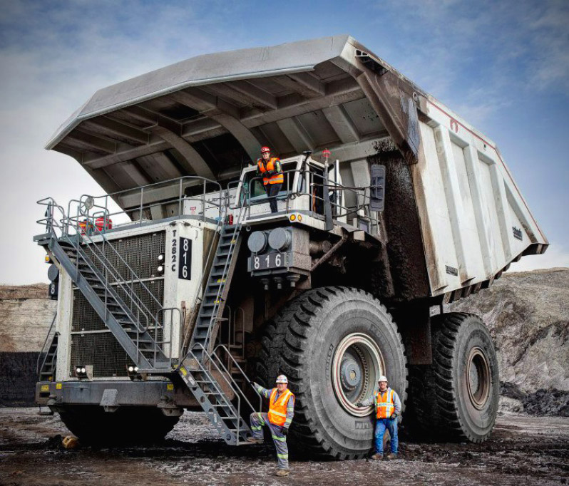 Fascinating Look at the 600-Ton LIEBHERR T 282 C Mining Truck ...