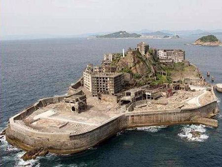 James Bond Battleship Island