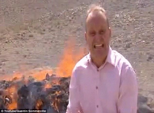 Journaliste de la BBC se trouve à côté de brûler des tas de médicaments pour reportage, hilarité s'ensuit