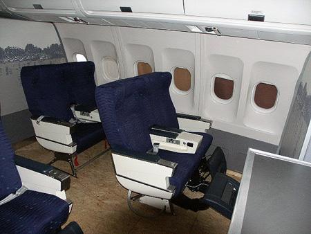 pictures guy spends 30 000 building 747 simulator in bedroom