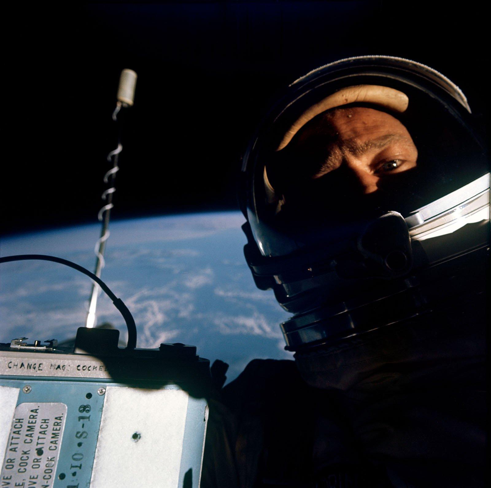 Vor Facebook, Buzz Aldrin Schnappte Dieses Selfie aus dem all für die Welt zu Sehen