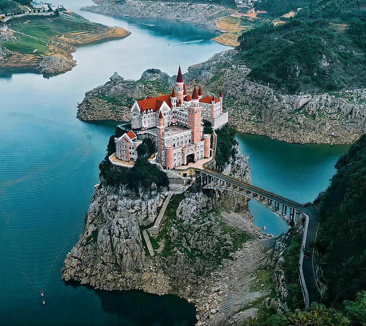 China Jilong Castle Country Club Hotel Resort