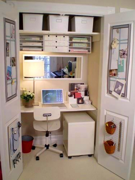 Thatu0027s Right, This Computer Workstation Is Located Directly Inside A  Closet, Complete With Desk, Mirror, A Filing Cabinet, And Shelves. As You  Can See, ...