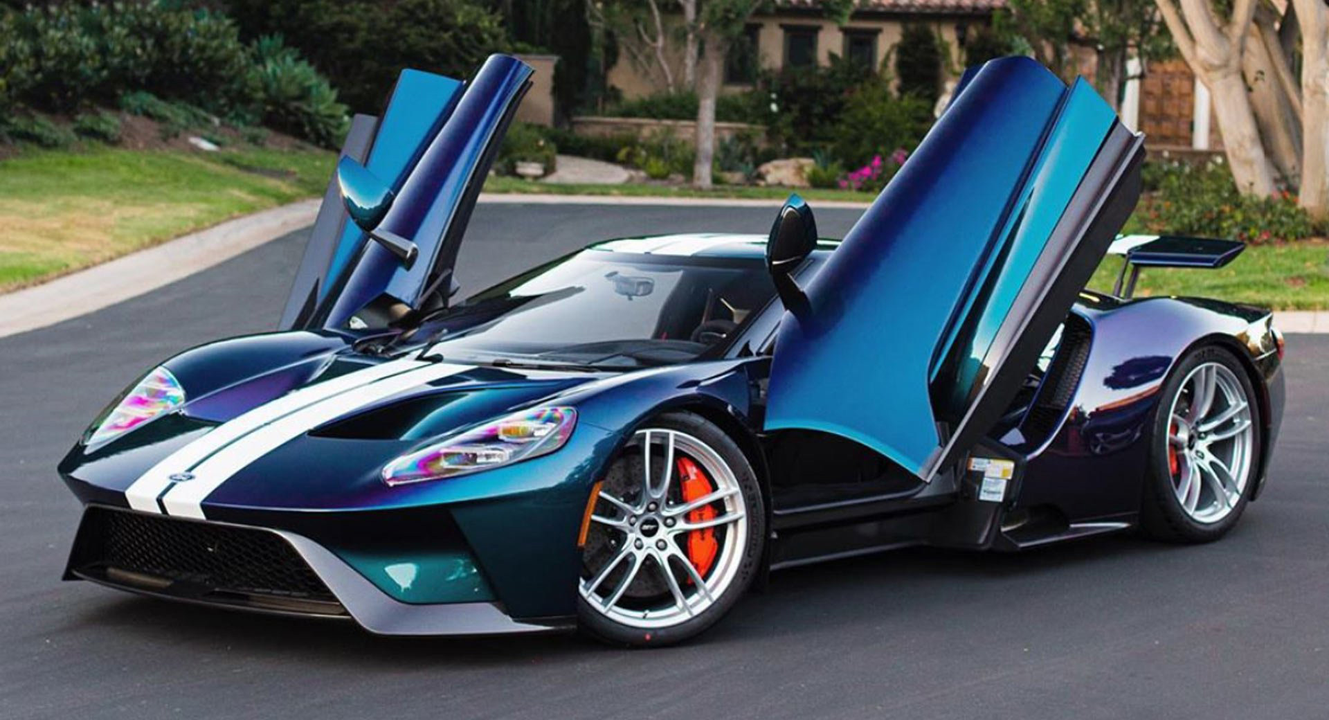 Paint Job Cost >> It Cost 100 000 To Give This Ford Gt A Color Shifting