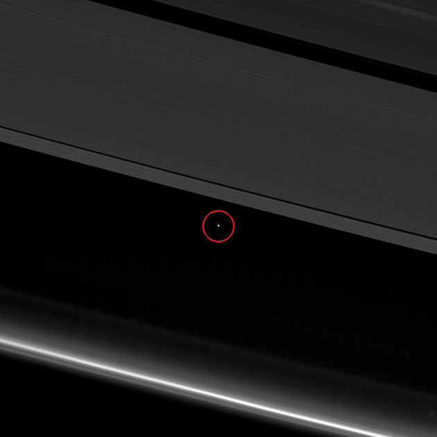 Earth Saturn Rings