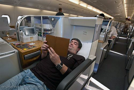 Inside the emirates a380 techeblog for Interieur 777