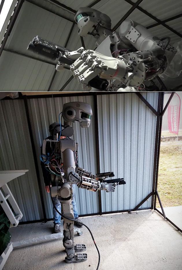 FEDOR est un Vrai Terminator Robot, Peut tirer des Armes à Deux Mains