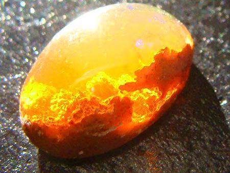Ce n'est pas un coucher de soleil, un des plus belles opales de feu vous verrez jamais