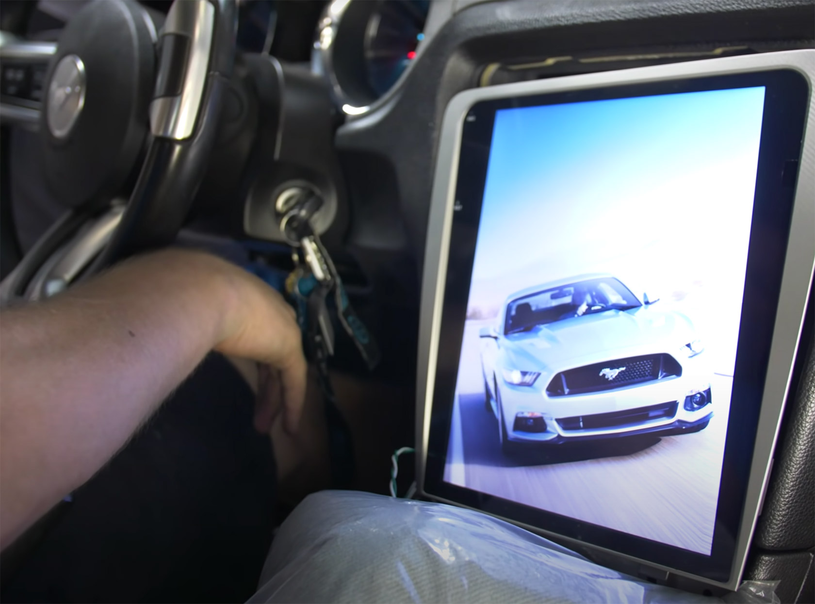 Ford Mustang GT Tesla Touchscreen