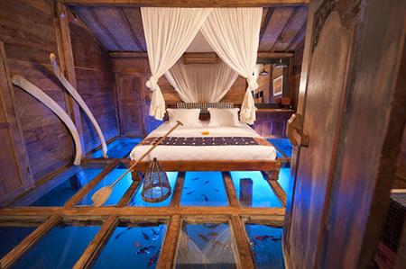 Planchers de verre de son plaisir, à moins qu'ils sont sur une chambre à coucher directement au-dessus de l'eau