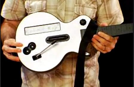 VIDEO: Guitar Hero 3 Controller (Xbox 360 + Wii) Hands-On - TechEBlog