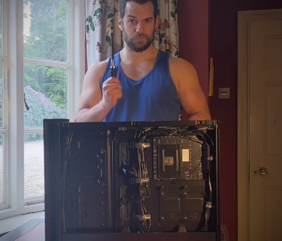 Henry Cavill Builds Gaming PC