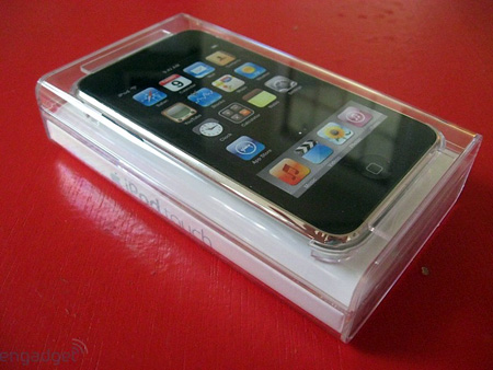 Yes, the first 2G iPod Touch unboxing -- online -- is now available for your