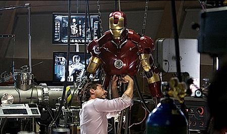 """О Фильме: Железный человек 2 - продолжение популярного  """"Железного человека """"..."""