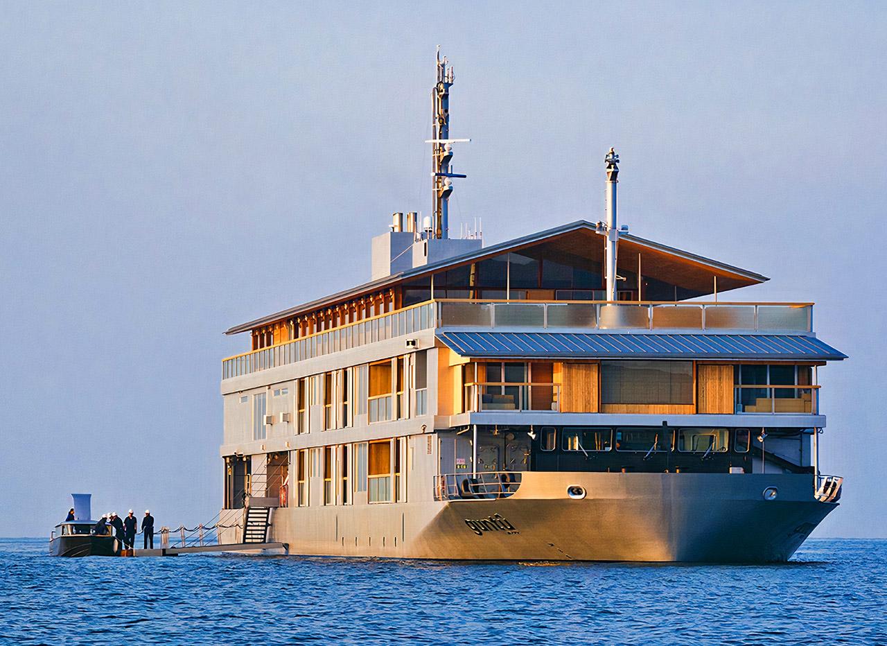 Japnese Guntu Floating Ryokan Hotel