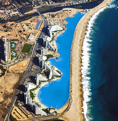 Largest swimming pool in the world gets photographed - Le plus grand maison du monde ...