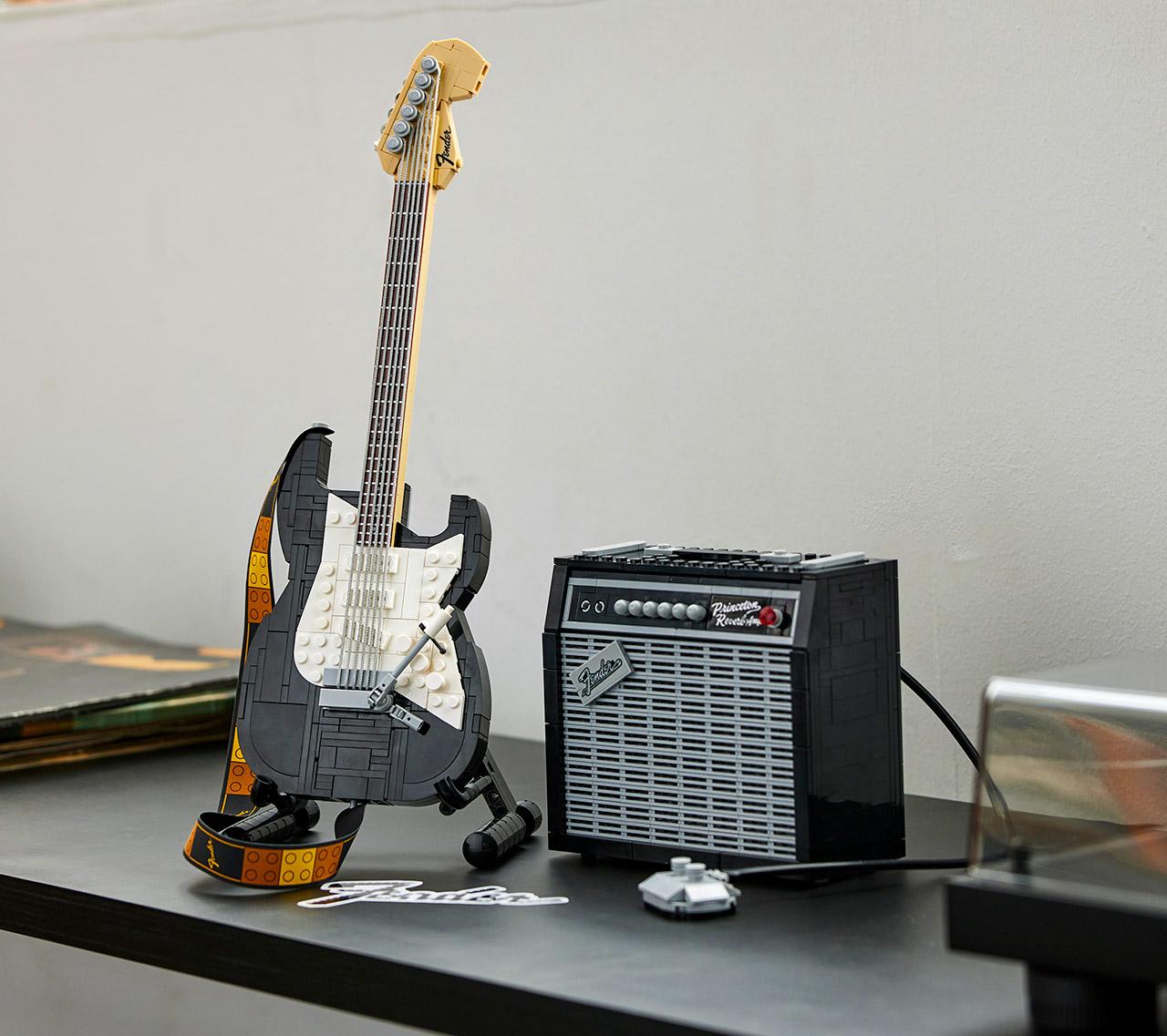 LEGO Ideas 21329 Fender Stratocaster Guitar