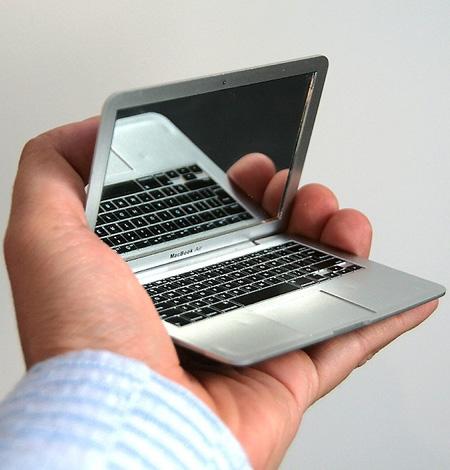 Everki Studio Slim Laptop Backpack for upto 141Inch