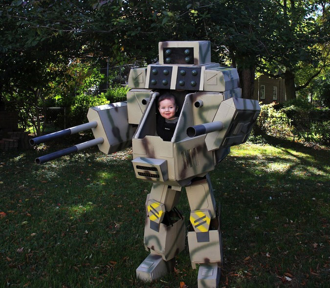Papa geek Builds grandeur nature MechWarrior Costume pour fils de 6 mois, s'ensuit Awesomeness