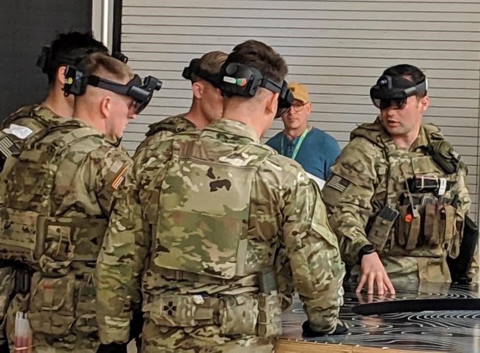Microsoft HoloLens 2 US Army