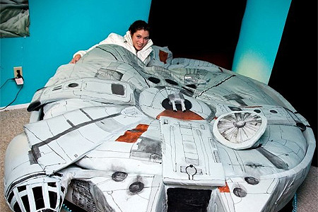 Camera Da Letto Star Wars : Amazing star wars millennium falcon bed teche