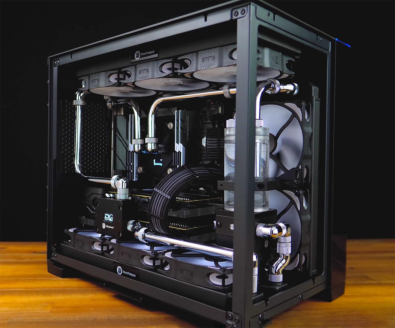Monochrome mATX O11 PC