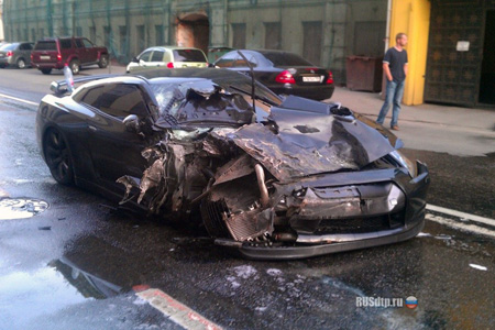 Nissan Gtr Loses A Wheel Smashes Into Parked Cars Techeblog