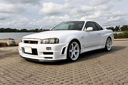 Nissan  2009 on Ebay Watch  Rare Nissan Skyline Gt R R34 V Spec Ii   Techeblog