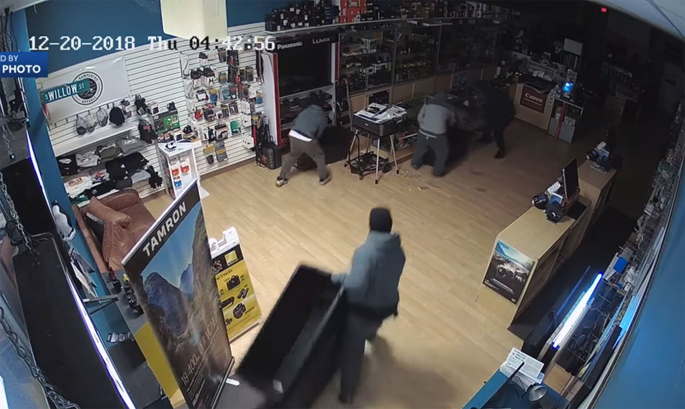 Photo Store Thieves