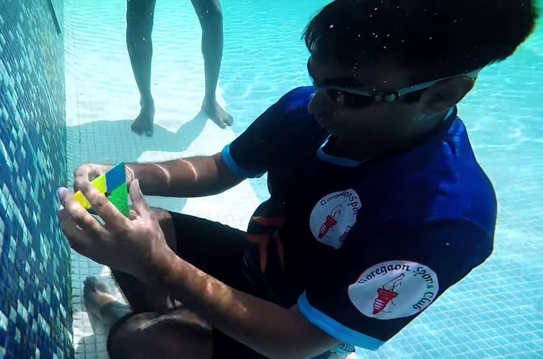 Pyraminx Rubik's Cube Record Underwater