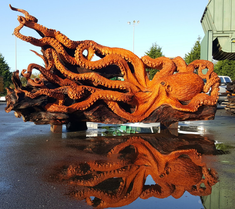 Tree Chainsaw Giant Octopus