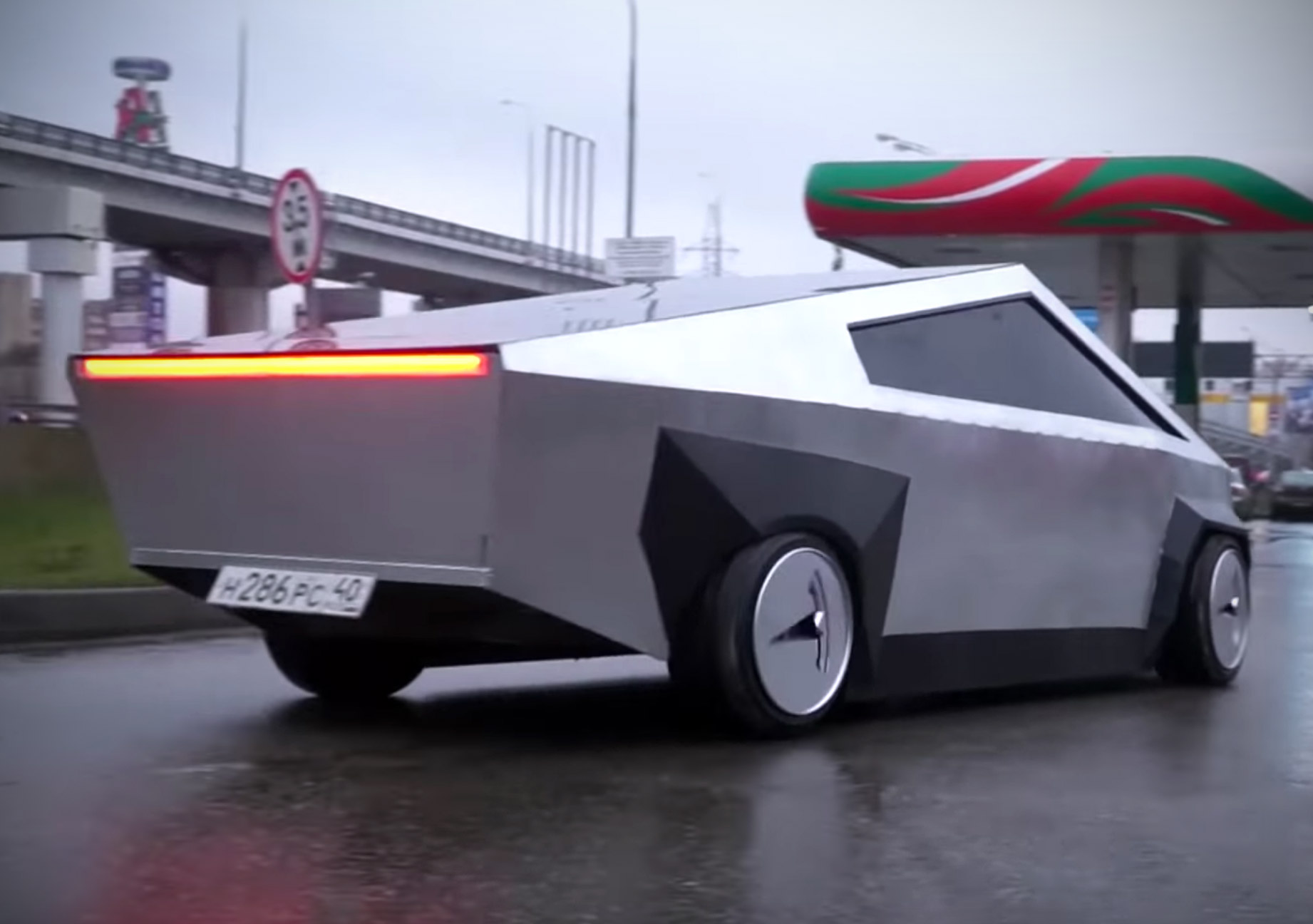 Russian Tesla Cybertruck
