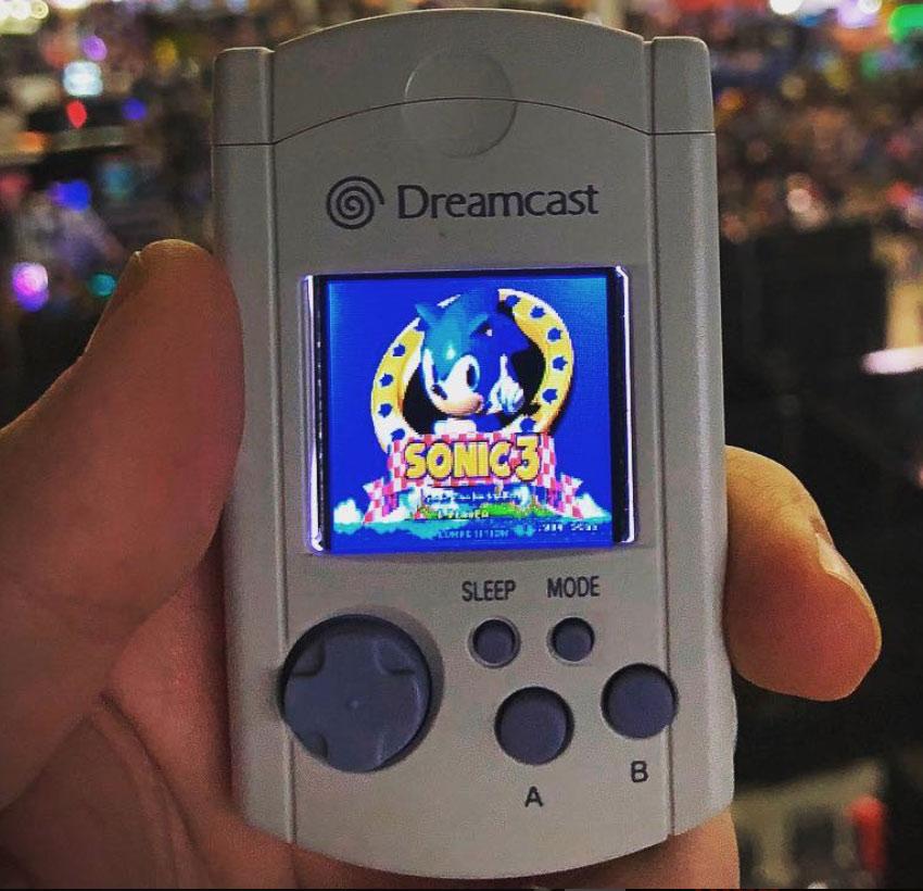 SEGA VMU Game Console