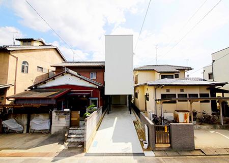 Étrange maison de 10 pieds de large au Japon a tout l'espace dont vous avez besoin