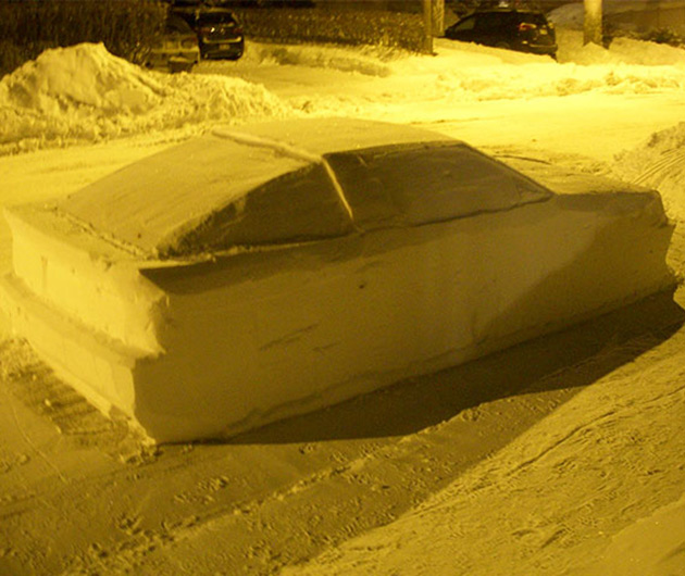 Snow DeLorean