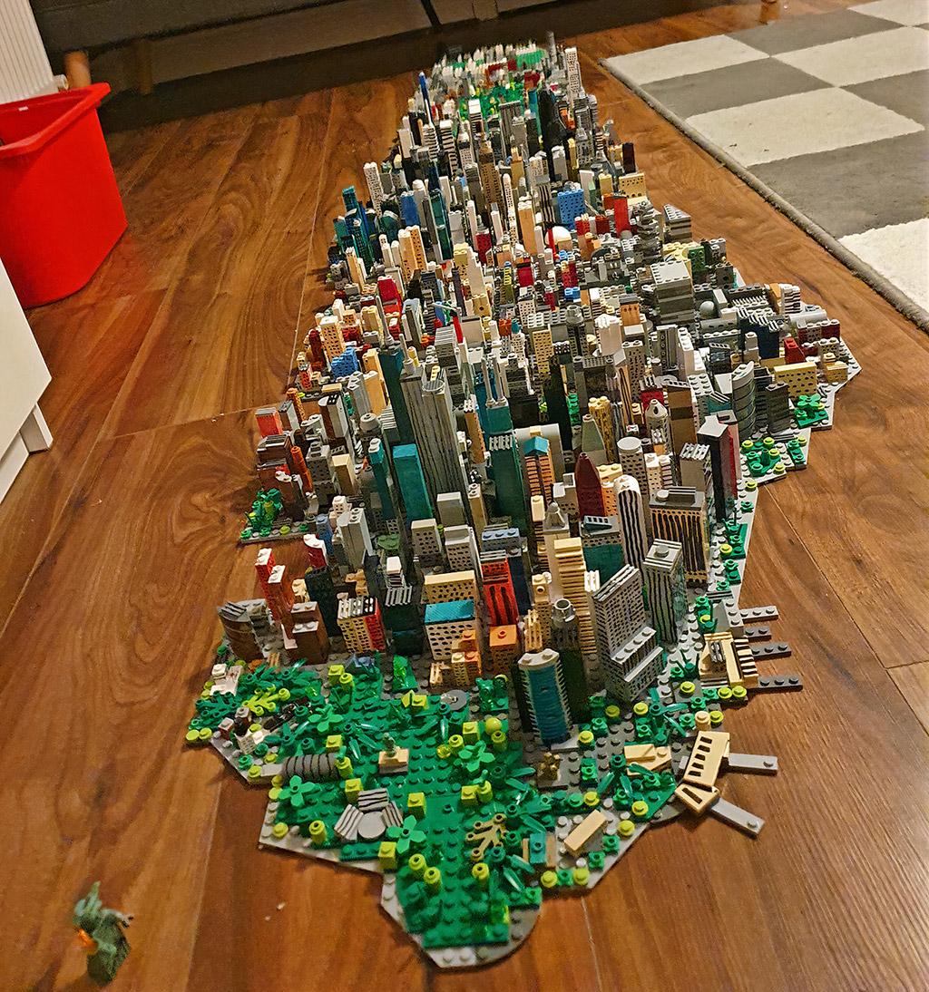 Teenager Manhattan LEGO