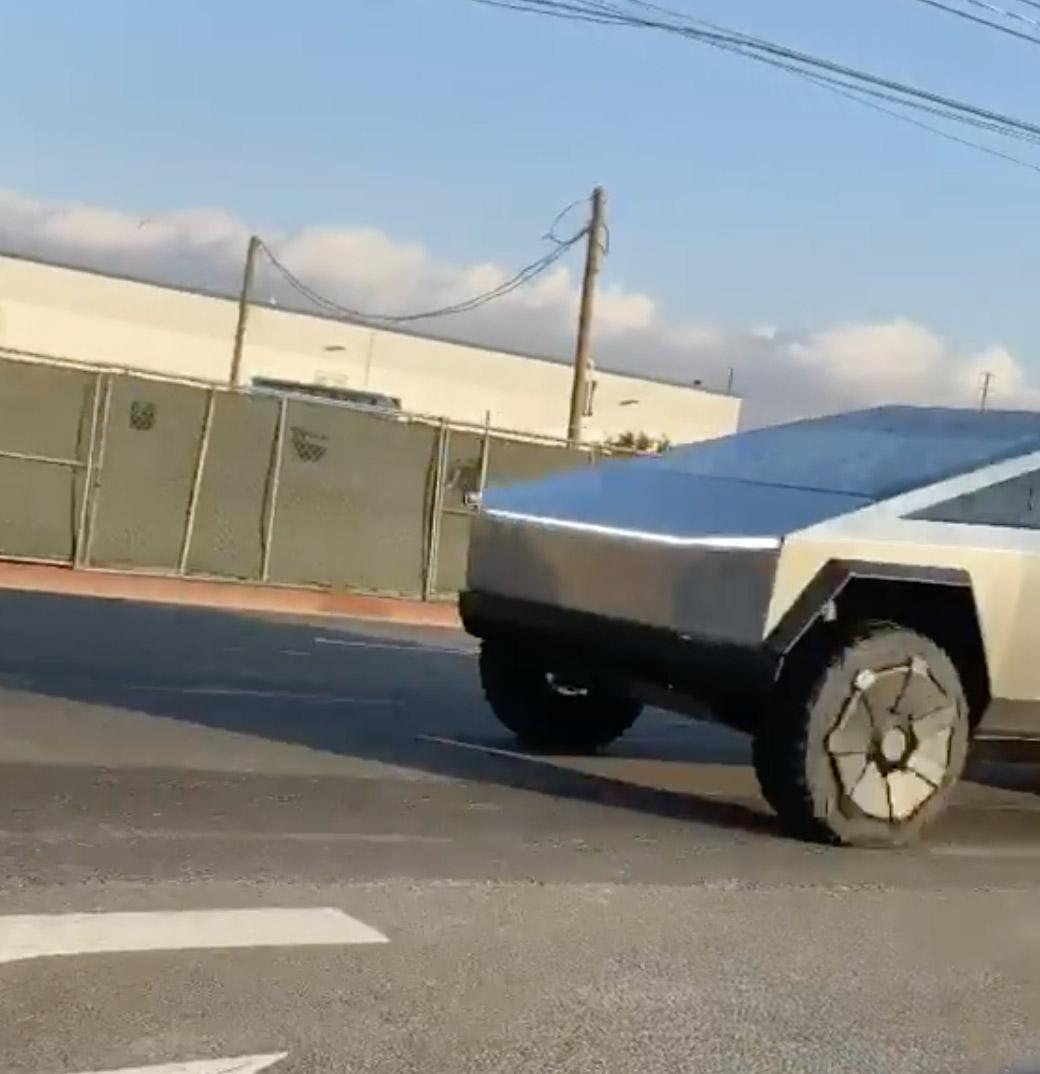 Tesla Cybertruck Wild