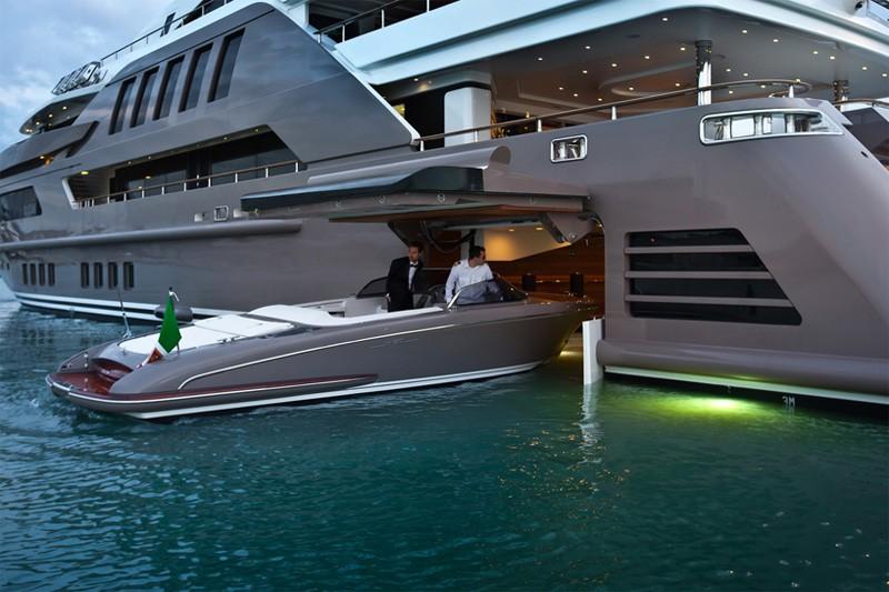 Ultra Luxury Yacht