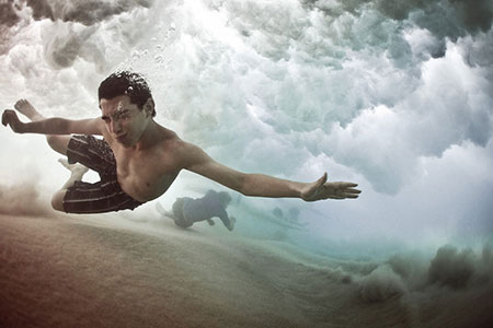 12 Awesome Photographs of People Fighting Waves Underwater